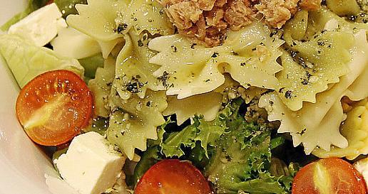 También podemos optar por una ensalada, en este caso triunfan las de pasta o arroz