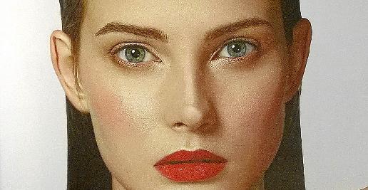 El maquillaje de ojos 'eyeliner' tipo felino continua como un imprescindible