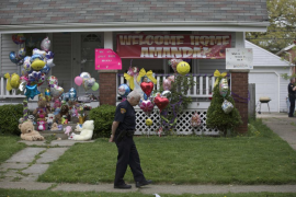 A Cleveland police officer is present outside the home of Amanda Berry's sister in Cleveland