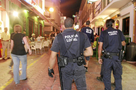 SANT ANTONI. AGENTES DE LA POLICIA LOCAL DE SANT ANTONI EN EL WEST END