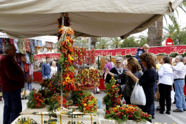 El 'Pebre bord' sigue dando color a la feria multitudinaria de Felanitx