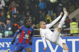 CSKA Moscow's Doumbia fights for the ball with Real Madrid's Pepe during their Champions League last 16 first leg soccer match a