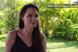 Angelina Jolie llora al hablar por primera vez de su divorcio